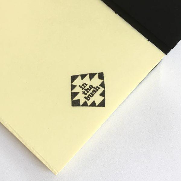 dettaglio quaderno giallo